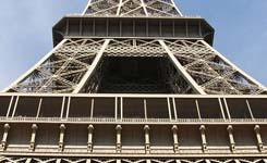 Wieża Eiffla nocą… czyli zasady fotografowania zabytków ieksponatów muzealnych