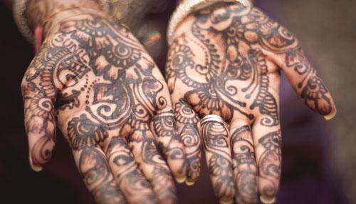 Tatuaże ihafty ludowe: Jakie prawa mają twórcy nowocześni itradycyjni